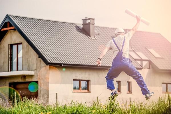 Ansicht der Baustelle eines Hauses mit Handwerker