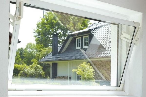 Ausblick aus einem Kippfenster