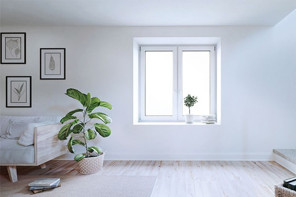 Ansicht eines hellen Wohnraumes mit zweiflügeligem Dreh-Kippfenster