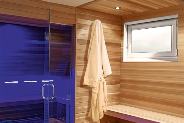 Ansicht einer Sauna mit Dreh-Kippfenster